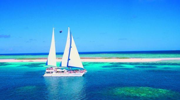 Reef sailing tour
